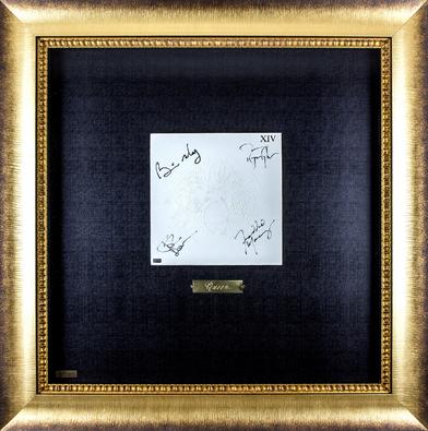 Автографы на пластинке Queen
