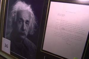 Автограф Альберта Эйнштейна на письме.